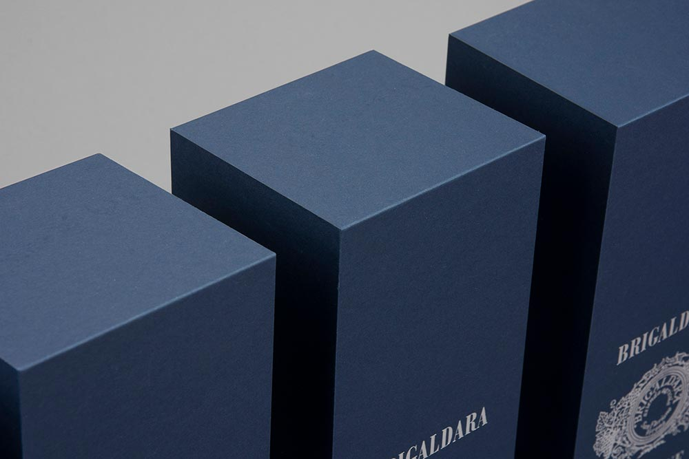 FULLYAUTOMATED-DESIGN-PERFECTSHAPE-SHARPEEDGES-LUXURY-PACKAGING-BOX-BOXBY111-BLUE-LIQUOR